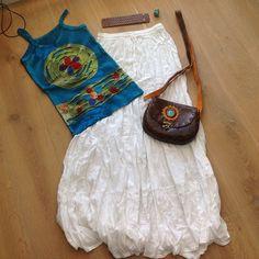 Dagje strand! Handmade turquoise Ibiza hemdje, Ibiza/boho lange witte rok, handmade leren bruine tas met turquoise steen, brede leren armband en turquoise ring! Laatste 2 dagen met 21% korting middels code: taxfree21% en gratis verzending! Kom gezellig eens kijken op www.fabstyle.nl #bag #armband #boho #hippie #gypsy #jewelry #rok #ibiza # hemdje #handmade #hippie chic #wit #strand #zomer #summer #leer #turquoise #fabstyle