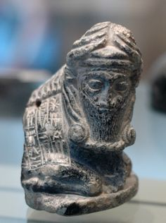 Human-headed bull statuette dedicated by w:Gudea, prince of w:Lagash. Chlorite, Neo-Sumerian Period (ca. 2120 BC). Found in Telloh (ancient city of w:Girsu).The Louvre