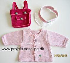 Baby born opskrifter 43 cm. skolestart til dukken. skoletasken er hæklet og trøjen er strikket.