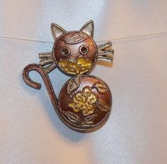 Painted Pewter Cat Brooch by RicksiconicsVintage on Etsy, $19.00