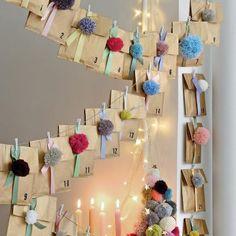 Réaliser un calendrier de l'Avent avec des pompons / Pompom Advent calendar