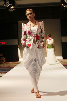 India Fashion Week Dubai Lakme Fashion Week 2017, India Fashion Week, Asian Fashion, Fashion Spring, Western Dresses, Indian Dresses, Indian Outfits, Indian Attire, Indian Ethnic Wear