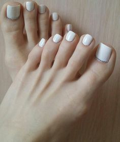 Pretty Toe Nails, Cute Toe Nails, Cute Toes, Pretty Toes, Acrylic Toes, Black Acrylic Nails, White Toe Nail Polish, Pies Sexy, Gel Toes
