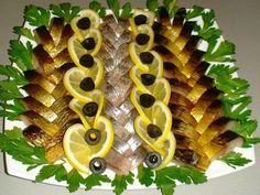 Serve nice fish on a festive table Meat Cheese Platters, Food Platters, Party Platters, Party Buffet, Food Decoration, Appetisers, Antipasto, Party Snacks, Fish And Seafood
