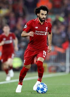 Liverpool fans concerned after noticing Salah still has strapping on injured shoulder - So Funny Epic Fails Pictures Liverpool Fc, Liverpool Uefa Champions League, Liverpool Players, Liverpool Football Club, Mohamed Salah Liverpool, Mo Salah, You'll Never Walk Alone, English Premier League, Manchester City