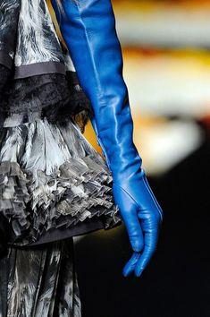 Blue Gloves, Long Gloves, Elegant Gloves, Gloves Fashion, Cute Coats, Fall Accessories, Green Fashion, Leather Gloves, European Fashion