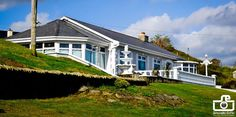 Vivere in Irlanda nella contea di Donegal Cottage, Cabin, Donegal, Mansions, House Styles, Hospitality, Enchanted, Outdoor Decor, Tub