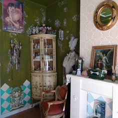 Home @ MOK STUDIO. Bedroom from the other side with nice floral green based hand painted wall covering. Bedroom Romantic, Hand Painted Walls, Little Fashion, Floral Wall, Vintage Furniture, Studio, Nice, Decoration, Green