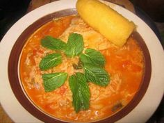 Arroz aguado de cerdo, con plátano maduro cocido. Nicaraguan Food, Tasty Dishes, Thai Red Curry, The Best, Ethnic Recipes, Water Recipes, Recipes With Rice, Deserts