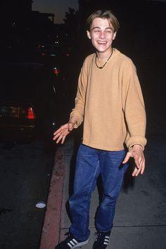41 Awkward Leonardo DiCaprio Faces to Love Leonard Dicaprio, Young Leonardo Dicaprio, Beautiful Boys, Pretty Boys, Beautiful Pictures, Photowall Ideas, Applis Photo, Celebs, Celebrities