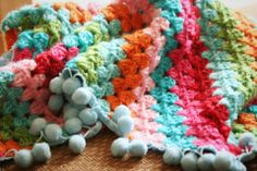 Crocheted blanket with bobble trim edging at http://hutsefluts.wordpress.com