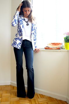 49 Gorgeous Floral Blazer Outfits Ideas You Must Try . - Business Outfits for Work Friday Outfit For Work, Jeans Outfit For Work, Casual Friday Outfit, Business Casual Outfits, Work Attire, Dress Casual, Floral Blazer Outfit, Blazer Outfits, Floral Jacket