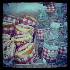Sanduíches e Água Mineral
