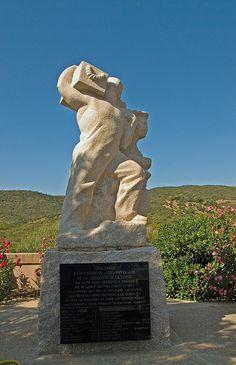 Monument au Casablanca.Plage d'Arone (Corse-du-sud)