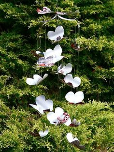 Soda, pop, coke or cola cans—they are all aluminum cans that can be used to make crafts. Check out these can art and craft projects for kids and adults. These things to do with aluminum cans include flowers, jewelry, and angels. Aluminum Can Crafts, Aluminum Cans, Metal Crafts, Pop Can Crafts, Crafts To Make, Crafts For Kids, Diy Crafts, Garden Crafts, Garden Ideas