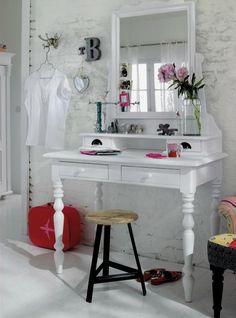 Toaletka do sypialni - niezbędnik każdej damy. 12 aranżacji sypialni z toaletkami