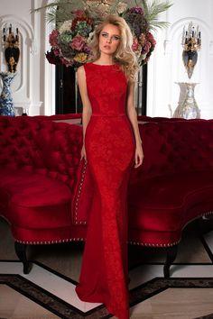 Robe de soirée rouge coupe cintrée