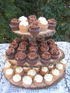 Rustic Cupcake Stand Wedding Log Slices 3 Tier auf Etsy, 59,22 €