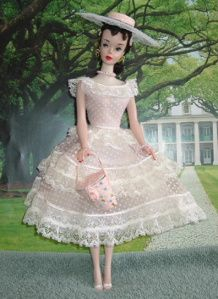 1961 – 2018 STRUCTURES/ Playsets – Houses, Furniture and Shops for Barbie, Family and Friends dolls! – Barbie Doll, friends and family history and news. From 1959 to the present … Barbie Diorama, Play Barbie, Barbie Dolls, Belle Dress, Barbie Furniture, Hope Chest, Home And Family, Barbie Family, Flower Girl Dresses