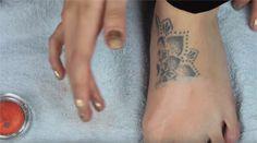 Cómo borrar un tatuaje con maquillaje