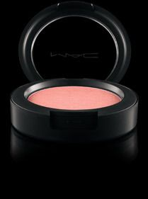 A lightweight blush with extreme colour perfection and...