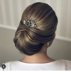 hair styles for medium length wedding hair updos for wedding hair swept wedding hair for wedding hair hair jewellry hair flower hair bridesmaid Retro Wedding Hair, Short Wedding Hair, Up Hairstyles, Wedding Hairstyles, Hairstyle Ideas, Hair Dos, Hair Designs, Hair And Nails, Bridal Hair
