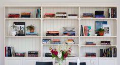 Vår bokhylla Bookshelves, Bookcase, Dining Room Shelves, Reno Ideas, Home Decor, Ideas, Decoration Home, Bookcases, Room Decor