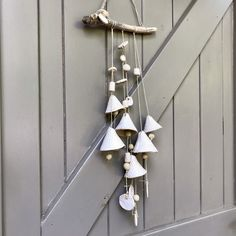 Blij om dit item uit mijn shop te delen: Artisan Ceramic Wallhanging with bells and lots of beads, hanging down from a branch. Clay Projects, Wind Chimes, Project Ideas, Artisan, Etsy Shop, Beads, Outdoor Decor, Artwork, Home Decor