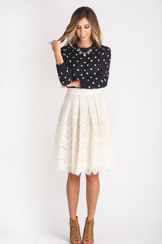 ++ We are obsessed with our newest midi skirt! In a gorgeous lace pattern and detailing throughout, this skirt is the essential piece to complete your feminine look. With an A-line flair and pockets, (ye