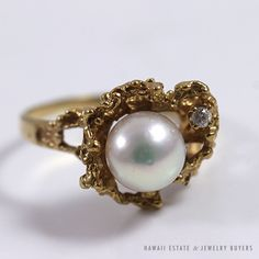 See more #vintage #jewelry #vintagejewelry on our website (link in bio!). PEARL & DIAMOND ARTISTIC DESIGN 14K YELLOW GOLD RING (SZ 8.5). #diamondring #diamond #pearl #yellowgold
