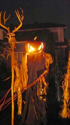 Halloween - Evil Scarecrow by CosmosGwelf on DeviantArt Halloween Scarecrow, Halloween Porch, Outdoor Halloween, Halloween Projects, Halloween Night, Holidays Halloween, Spooky Halloween, Halloween Pumpkins, Halloween Garden Ideas