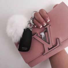 LV Handbags New LV Collection For Louis Vuitton Handbags,Must have it Louis Vuitton Handbags, Fashion Handbags, Purses And Handbags, Fashion Bags, Fashion Purses, Tote Handbags, Womens Fashion, Fashion Trends, Gucci Handbags