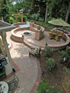 Paver patio with Stonehenge and Brussels Dimensional walls by Unilock