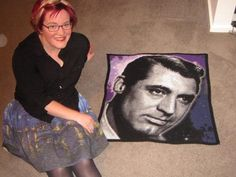 Cary Grant crochet portrait! 19,656 stitches. 17 colours. 3mm hook | http://totallee.net | Lee Mac