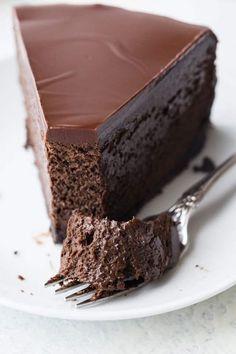 Como Fazer Bolo de Chocolate Cremoso Chocolate Cheesecake Recipes, Baked Cheesecake Recipe, Chocolate Desserts, Chocolate Cake, Brownie, Love Food, Sweet Recipes, Cupcake Cakes, Food And Drink