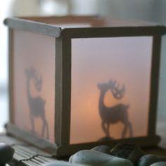 13224 Een lantaarn met silhouet effect van ijsstokjes