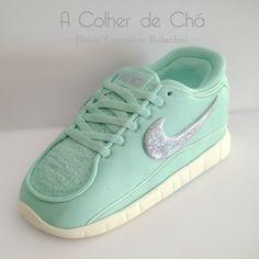 Snickers Shoe Cakes, Nike Cortez, Sneakers Nike, Shoes, Design, Fashion, Cooking, Nike Tennis, Moda