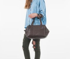 Wearing CECILIA_ HOW TO. Bag of the Week // CECILIA _ col. Dark Brown /// Cube&Cute, dynamic, modular, transformable!  100% madeinItaly_Style&Quality   Shop it at www.desireelupi.com  #bags #fashion #onlineshop #women #moda #donna #borse