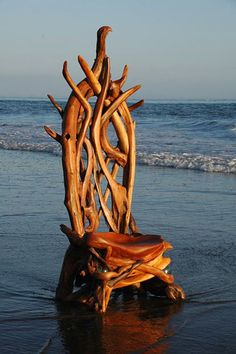 Tisch Mediterran Up-cycling driftwood furniture is a brilliant idea and it's also eco friendly because for making this amazing kind of furniture you are using old wood. Using driftwood doesn't always mean that it…More Driftwood Table, Driftwood Furniture, Driftwood Projects, Driftwood Sculpture, Log Furniture, Driftwood Art, Woodworking Furniture, Unique Furniture, Upcycled Furniture