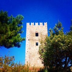 Ενετικός πύργος Castles, Greece, Tower, Greece Country, Chateaus, Computer Case, Castle, Towers, Forts