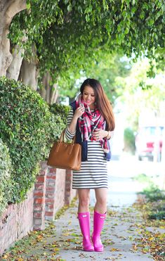 Stripes, Navy Vest and Pink Hunter Boots - Stylish Petite Pink Hunter Boots, Pink Rain Boots, Hunter Boots Outfit, Fall Winter Outfits, Autumn Winter Fashion, Stylish Petite, Navy Vest, Boating Outfit, Instagram Outfits