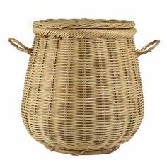 Aus natürlichem Rattan in Indonesien gefertigt, begeistert unser Wäschekorb Bira in traditioneller Handwerkskunst. Verkleidet mit feiner Baumwolle bietet er Wäsche und Kleinigkeiten jede Menge Platz und hat durch sein natürliches Design hohes Lieblingsprodukt-Potenzial