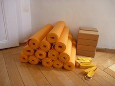 tapis de yoga, bloc, sangle salle de yoga rue de la Loge 6 à La chaux-de-Fonds, Suisse salle de yoga également à Neuchâtel  #banyann #yoga #meditation #bienetre Rue, Wooden Toys, Whitewash, Toy Block, Switzerland, Room, Wooden Toy Plans, Wood Toys, Woodworking Toys
