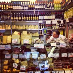 Milano: vini, formaggi, prosciutti...