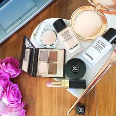 Current desk situation with a side of my favorite makeup of the day! 🤗  Hope everyone has a lovely rest of the week! 🌼  #makeup #makeupartist #makeuplover #makeupaddict #makeupjunkie #mua #makeupforever #makeupoftheday #makeupmafia #makeupmurah #motd #wakeupandmakeup #ilovemakeup #instamakeup #beauty #beautyblogger #bblogger #blogger #beautyaddict #instabeauty #beautiful #luxury #instagood #fashion #style #ootd #photooftheday #skincare #instadaily #makeupobsessed @ctilburymake