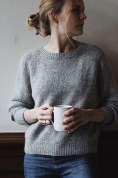 Kein Schnickschnack Pullover – Tricot et crochet - Water - Knitting Sweater Knitting Patterns, Knit Patterns, Knitting Needles, Free Knitting, Raglan Pullover, Pullover Sweaters, Yarn Crafts, Knitting Projects, No Frills