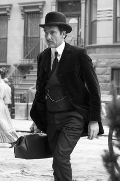 Doctor Tackhery clive owen the knick season 1