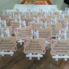Placas Para Festa Mom And Dad, Party Pl - Weddings - Marecipe Lilac Wedding, Diy Wedding, Rustic Wedding, Popsicle Stick Crafts, Craft Stick Crafts, Wedding Favours, Wedding Invitations, Wedding Place Cards, Wedding Things