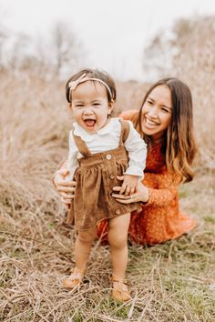 Mom Daughter Photography, Mommy Daughter Pictures, Mother Daughter Poses, Mother Daughter Photography, Toddler Girl Pictures, Girl Toddler, Toddler Poses, Mommy And Me Photo Shoot, Agatha