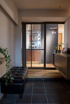 Foyer Design, Entrance Design, House Entrance, House Design, Japanese Modern House, Japanese Interior, Asian Architecture, Entry Hallway, Entryway